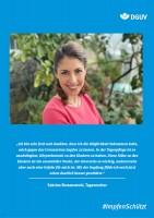 "Plakat #ImpfenSchützt, Motiv ""Sabrina Romanowski"" (DGUV) Hochformat"