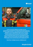 "Plakat #ImpfenSchützt, Motiv ""Jochen Ulmer"" (DGUV) Hochformat"